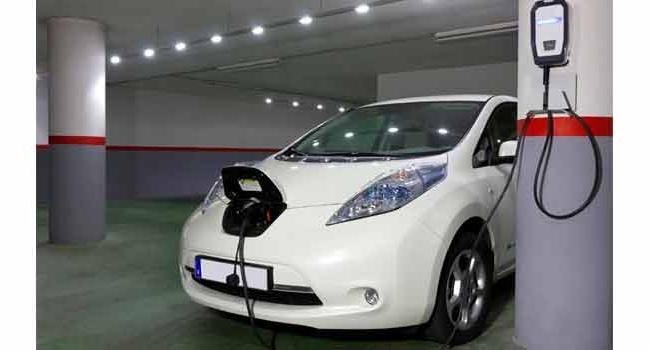 Como cargar un coche eléctrico en tu garaje